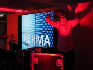 EK DJ 1