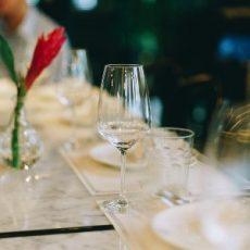 Istuva illallinen Juhlatila M6