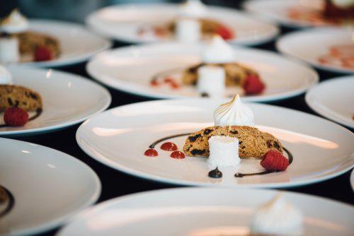 Kilpailuta pitopalvelu kun suunnittelet juhlien menua.