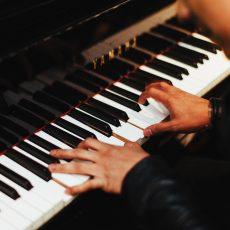 Pianisti esiintymään juhliin