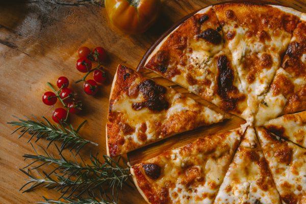 Pizza-buffet ja salaattia
